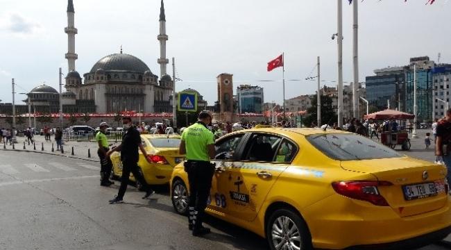 Taksim Meydanı'nda Taksilere denetim