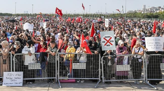 Aşı Karşıtları Maltepe'de Toplandı