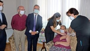 Maltepe'de 65 Yaş Üstüne Aşı Ziyaretleri