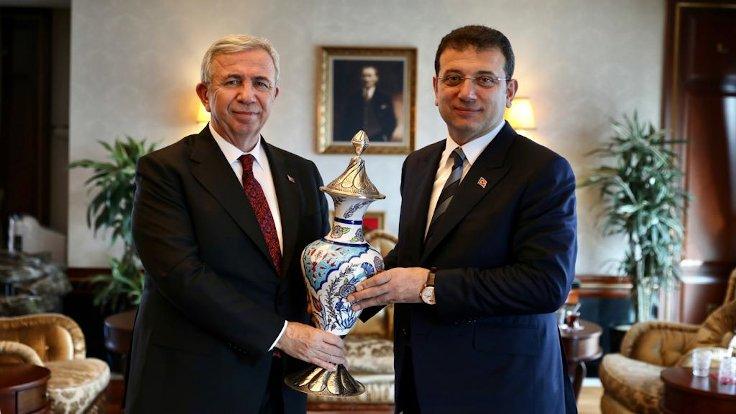 Ankara ve İstanbul'un bağış hesapları bloklandı